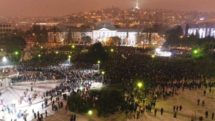 Megemlékező demonstráció a pozsonyi Kormányhivatal előtti Szabadság-téren. Az 1989-es rendszerváltás óta a legnagyobb demonstráció-srozatot szervezték Szlovákiában és világszerte a meggyilkolt újságíró emlékére.