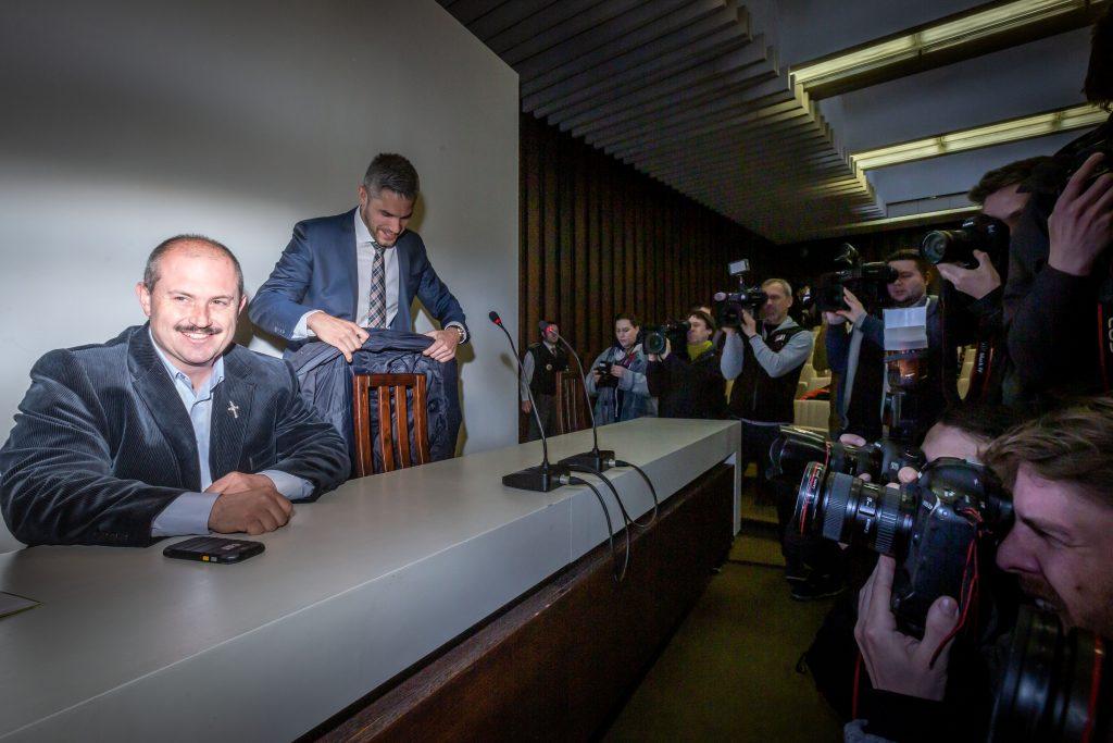 Kotleba a pozsonyi bíróságon. 2019 április 29. Fotó: Denník N – Tomáš Benedikovič