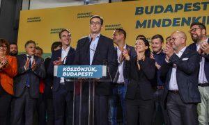 Vezető képünkön Karácsony Gergelyt, Budapest új főpolgármesterét és az egyesült ellenzék vezetőit látják 2019 október 13-i önkormányzati választás éjszakáján. Fotó: 24.hu