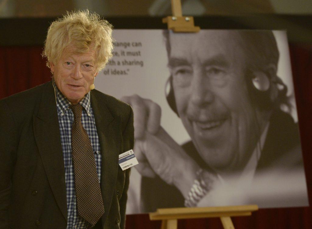 Roger Cruton rendszeresen megjelent a Václav Havel által alapitott prágai Forum 2000 konferencián. Fotó: ČTK
